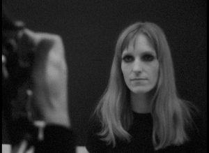 """Gudrun Ensslin bei Filmaufnahmen zu """"Das Abonnement"""" von Ali Limonadi (Quelle: SWR """"Der politische Film im Filmfestival"""", 12.1.1968)"""