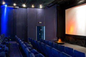 im Kino 1 mit Springbrunnen